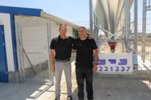 חגי עם חן לנדוי, מנהל חברת נילי (צילום: דני בלר)